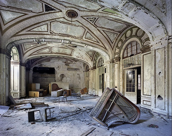 Yves Marchand and Romain Meffre – Detroit in Ruins