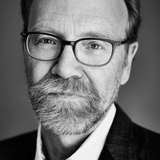 Behind the scenes with Michel Leroy photographing author George Saunders